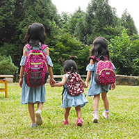 三姊妹的HUGGER背包:孩童登山背包、幼童背包、防走失背包一次介紹