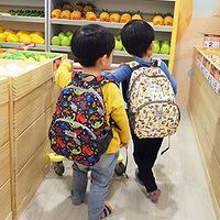 兒童背包推薦比較~ HUGGER幼童背包 ❤可愛、環保、防水、符合人體工學又超能裝的完美背包❤ 可用到7歲但我37歲都能用!!