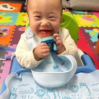 寶寶吃飯的好幫手【BAILEY貝睿哺育用品-BAILEY 矽膠圍兜餐墊禮盒(藍)】